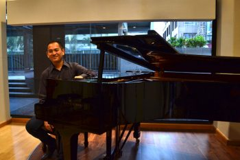 Victor-Asuncion-on-a-Steinway-model-B2